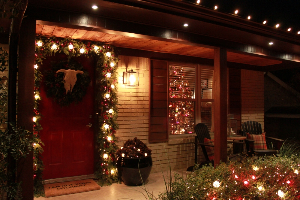 Cavender Pourch with Christmas Lights