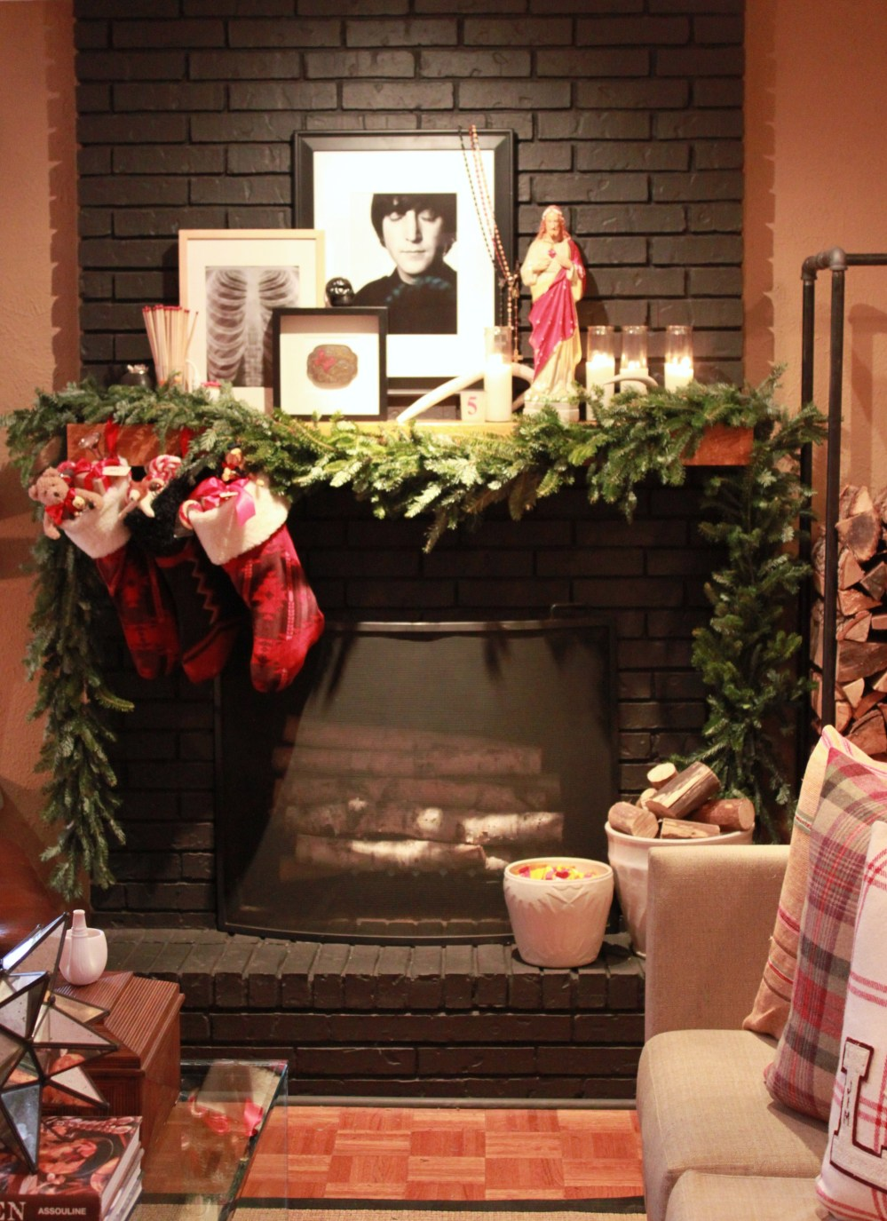 Den Mantle with free garland and stockings