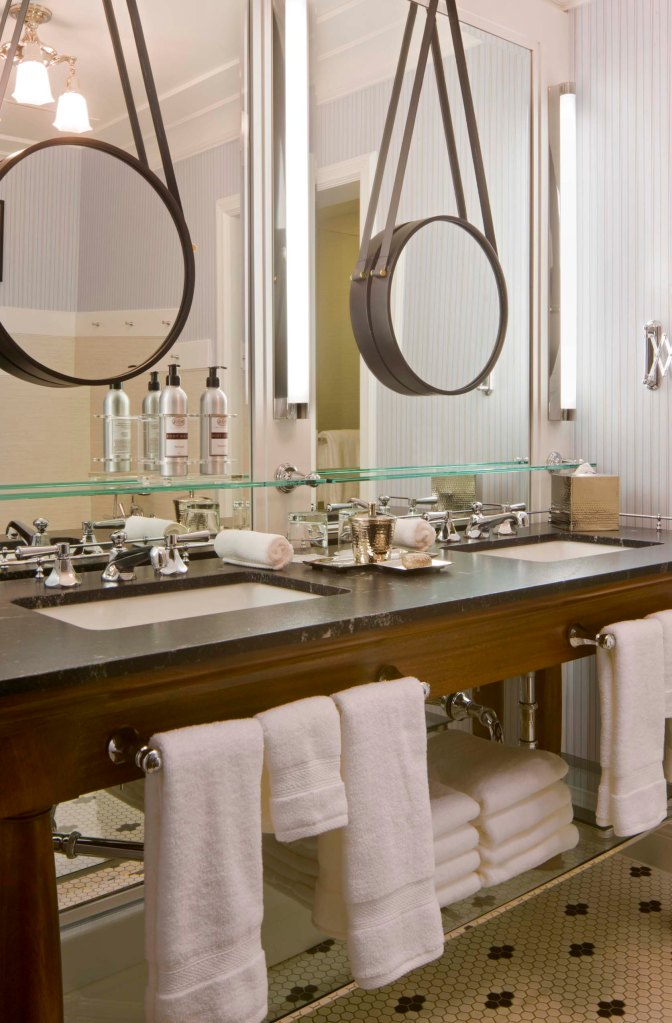 Hotel Jerome Guest Bathroom