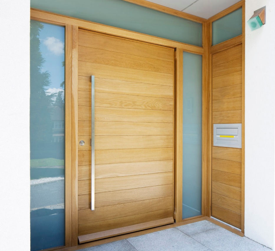 Horizontal modern front door the cavender diary for Puertas metalicas exterior