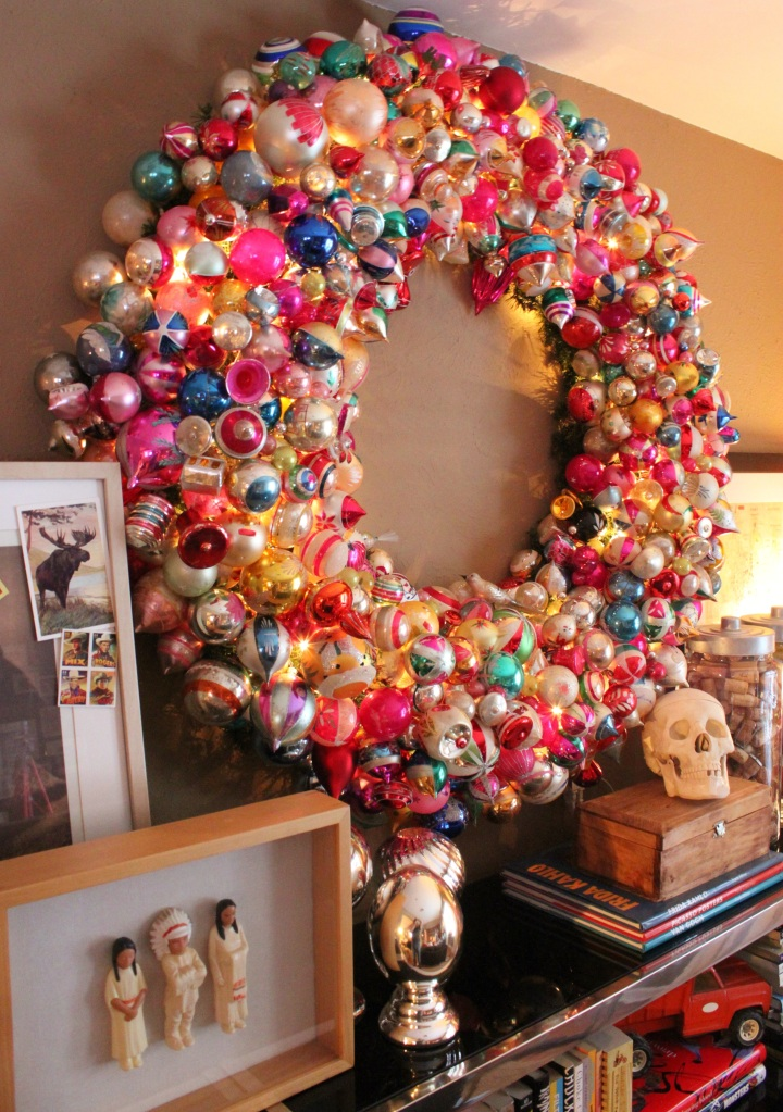 Big Ornament Wreath in the Living Room for 2013