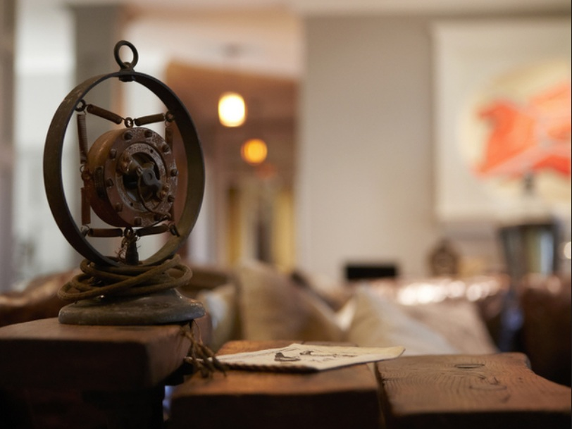 Close-up of some thing in Mike Wolfe's Nashville Living Room