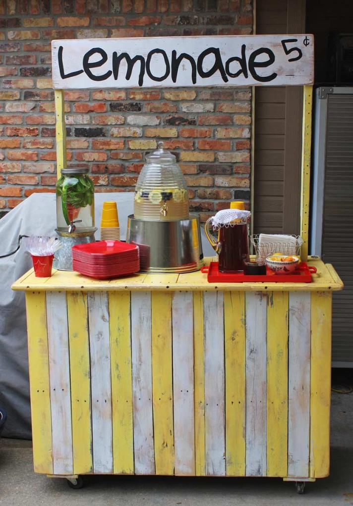 Rolling Lemonade Stand from the Gadget Sponge