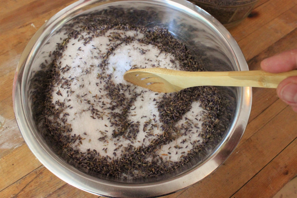 Mix the Dried Lavender and the Epsom Salts Together