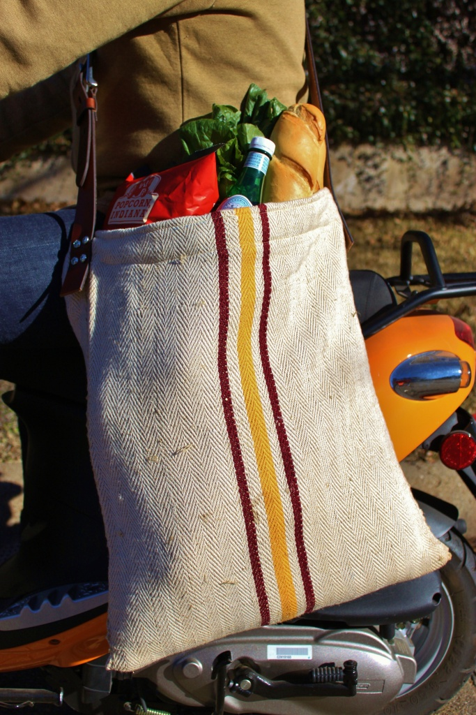 Long Shot of the Grain Sack Grocery Bag in Action