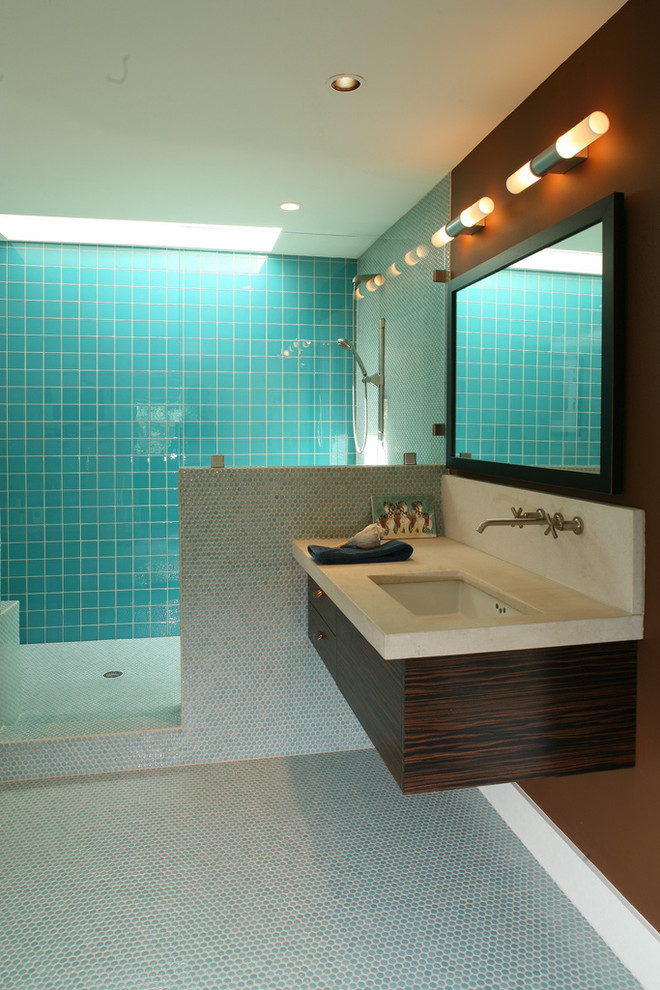 Turquoise Accent Wall In Modern BAthroom