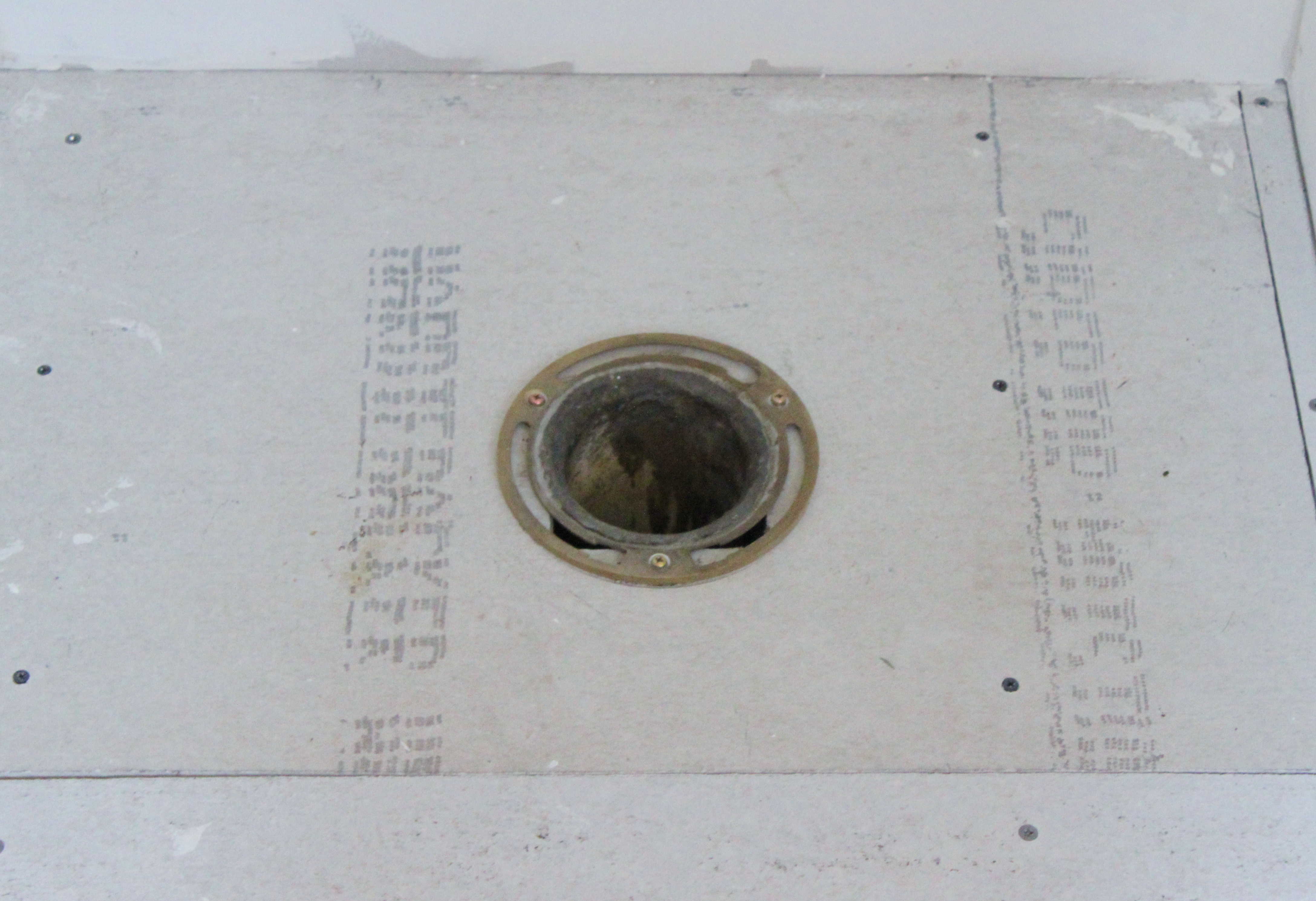 Drain flies bathroom - There S Been A Rag Stuffed Down That Hole Since We Started The Remodel When I Pulled It Out 20 Flies Flew Out With It