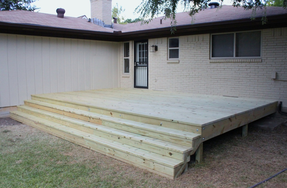 The Finished Deck in the Cavender Backyard