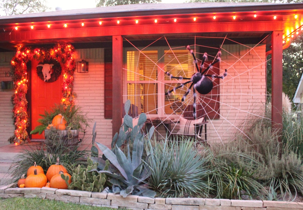 The Big Spider Wed on the front of the Cavender House in October 2015