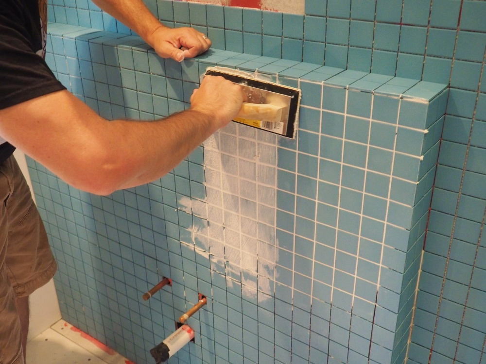 applying-that-second-grouted-area