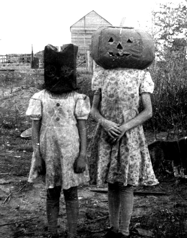 Creepy-Vintage-Halloween-Costumes-—-27