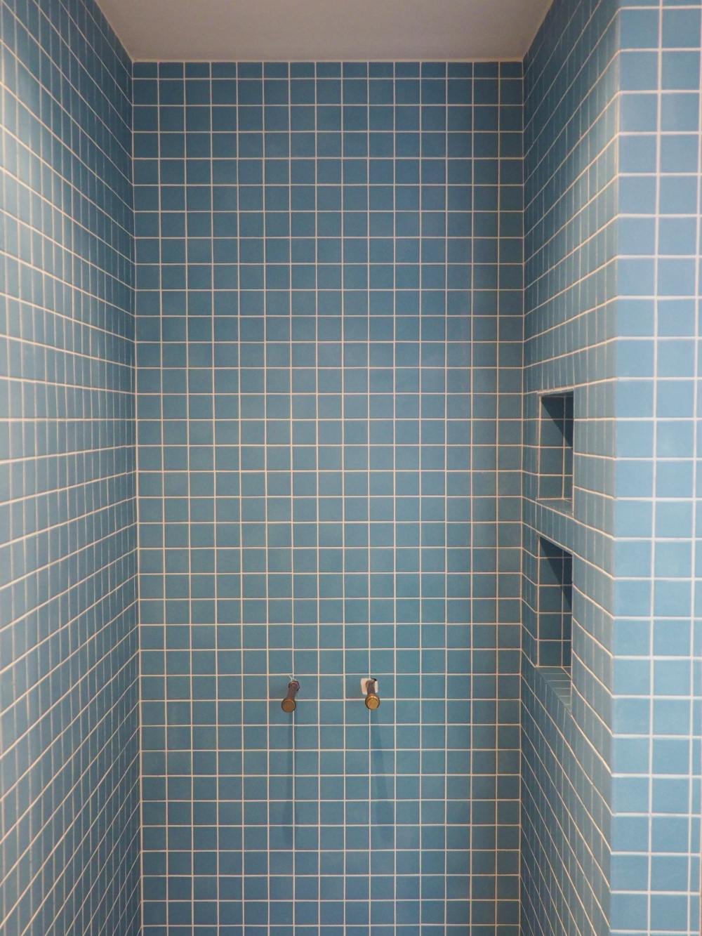 shower-stall-with-grouted-tile