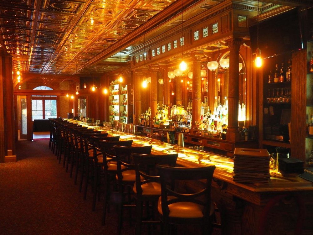 the-bar-at-the-stanley-hotel