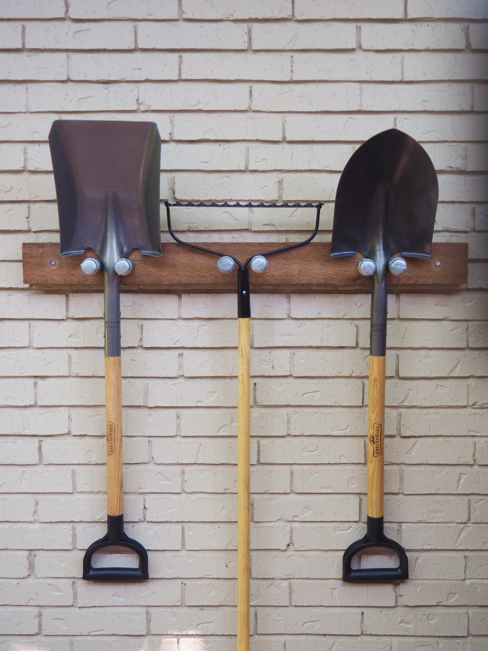garden-tool-rack-with-tools-longways