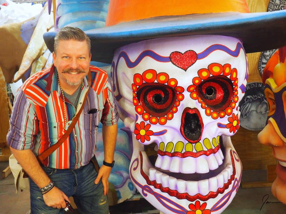 james-and-the-giant-skull-at-the-mardi-gras-museum